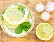 Gelo e limão no copo? Cuidado!
